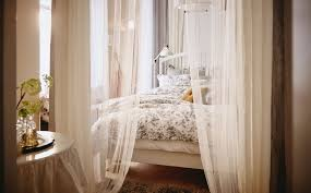 2 ways to make an elegant bedroom canopy