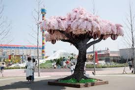 legoland breaks record with 800 000 brick tree