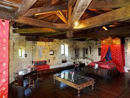 chambre d h es insolite chambre royale chambres médiévales à 1h du puy du fou et du