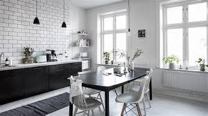 cuisine blanc et noir charming cuisine blanche et plan de travail bois 5 une cuisine