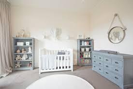 babyzimmer landhausstil babyzimmer in weiß einrichten aber mit farbe dekorieren