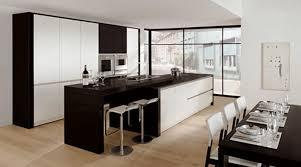 moderne kche mit kochinsel und theke kuche renovieren ideen moderne küche renovieren