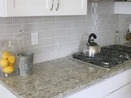 how to do backsplash tile in kitchen 25 melhores ideias de gray subway tile backsplash no
