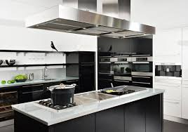 cuisine moderne blanche et ixina noir blanc 2 lzzy co