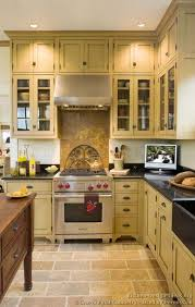 Kitchen Cabinets Designs Photos by Best 20 Victorian Kitchen Ideas On Pinterest Victorian Pantry