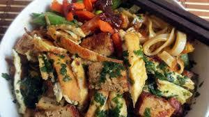 cuisiner tofu fumé pad thaï au tofu fumé recette par je cuisine donc je suis