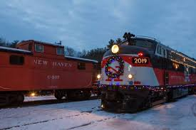 christmas lights train ride amazing christmas train ride in connecticut at thomaston station