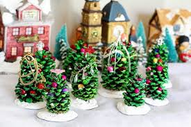 Christmas Decorations Cone Trees to diy pine cone christmas trees