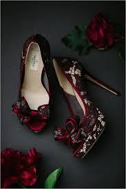 burgundy wedding shoes 27 timeless burgundy and gold fall wedding ideas weddingomania