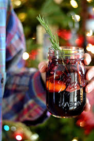 35 easy christmas cocktails recipes for holiday alcoholic drinks