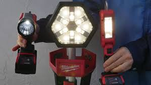 milwaukee m18 trueview led stand light milwaukee m18 led lights review and demonstrations youtube