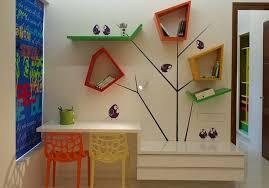deco chambre enfant jungle idée étagère et sticker arbre chambre jungle idées