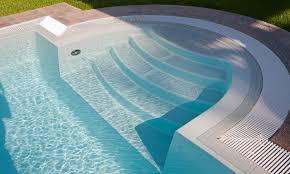 pool treppe schwimmbad schwimmbad treppe mit überlaufrinne hier geht es zum