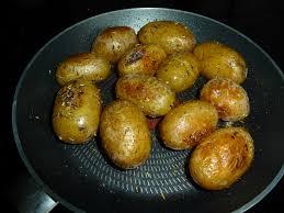 cuisiner la pomme cuisiner pomme de terre grenaille brochettes de pommes