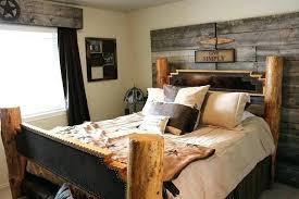 chambre lambris bois chambre avec lambris bois chambre sobre et latmosphre monacale