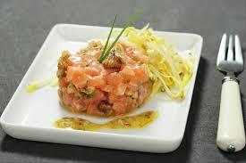 comment cuisiner l endive recette de effeuillé d endives aux noix tartare de saumon et