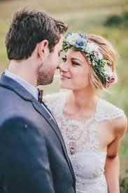 fleurs cheveux mariage coiffure de mariage avec fleurs dans les cheveux