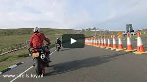 bmw r1200gs versus bmw k1200r on isle of man mountaincourse during