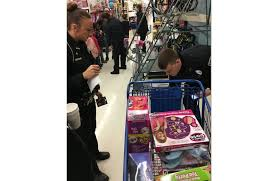 middletown police take children in need shopping for christmas