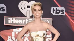 katy perry searches for u0027hot u0027 picture of herself after admitting