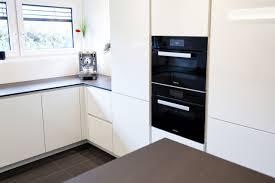 k che wei hochglanz küche grifflos weiß hochglanz küchenhaus thiemann overath vilkerath