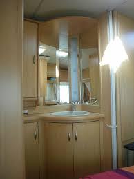notre chambre petit lavabo placard miroir du côté de notre chambre photo de b