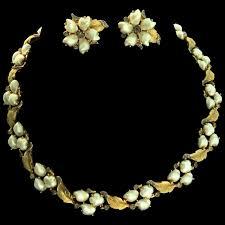 pearl rhinestone necklace images Vintage trifari sorrento baby 39 s tooth pearl rhinestone necklace jpg