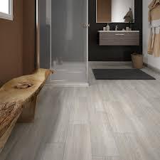 cuisine effet bois carrelage sol et mur gris perle effet bois helsinka l 20 x 60 cm