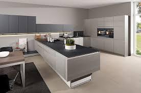 moderne kche mit kochinsel struktura silber zeyko küchen mehr küche zeyko