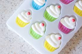 Wilton Cupcake Decorating Easy Two Toned Cupcakes