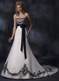 Discount Vintage Wedding Dresses U0026 Bridal Gowns Queen Of Victoria Gothic Wedding Dresses Black And White Gothic Wedding Dress