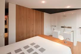 wooden laminate wall decoration in modern bedroom design with