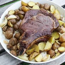 cuisiner un roti de boeuf au four côte de boeuf et pommes grenailles rôtis au four en quête gourmande
