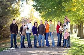 large family picture poses large family pose photography