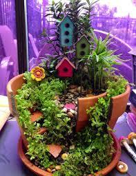 recicla macetas rotas para convertirlas en maravillosos jardines