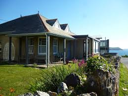 family beach house for 10 people near baby bay in new polzeath
