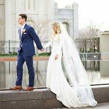 sleeve modest wedding dresses best 25 modest wedding dresses with sleeves ideas on