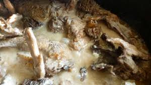 cuisiner une poule faisane poule faisane au vin jaune et morilles recette par une cuillerée
