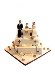 novelty wedding cakes novelty wedding cake based on suitcases cccakes