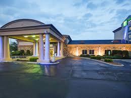 Comfort Inn Suites Salem Va Holiday Inn Express And Suites Christiansburg 4529920720 4x3