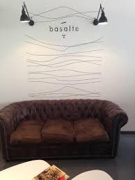 dans le canapé trop mangé sieste dans le canapé photo de basalte