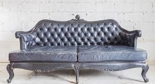 lolet canapé 5 astuces pour peindre un canapé en cuir maison travaux