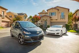 Ev 2017 Chevrolet Bolt Ev Vs 2016 Tesla Model S 60 Comparison