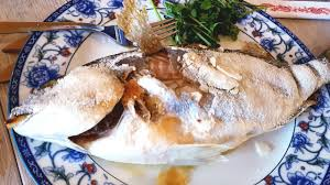 en cuisine cuisine daurade royale en croûte de sel très simple et