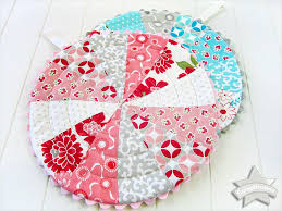 free patterns quilted potholders scrapbusters patchwork trivets with circular quilting for the