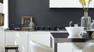 cuisine blanche mur framboise cuisine ikea acier inoxydable