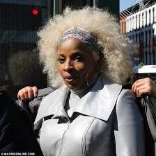 mary j blige hairstyle with sam smith wig mary j blige unveils new look as she sports blonde afro wig while