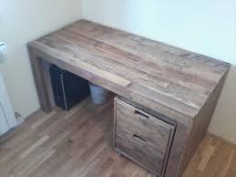 Diy Wooden Computer Desk by Diy Room Furniture Out Of Pallets 101 Pallets