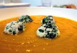 plats cuisin駸 weight watchers möhrencreme suppe mit spinat ricotta bällchen we eat
