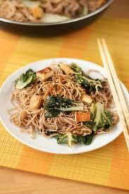 cuisiner des blettes fraiches recette de nouilles soba aux blettes et au tofu la recette facile